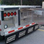 EASY-ACCESS STAIRWAY EAST MANUFACTURING FLATBED FEATURES